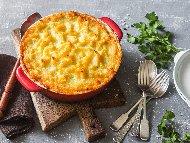 Лесна запеканка с пилешко филе, картофи, броколи, яйца, сирене, топено сирене и течна сметана запечени на фурна